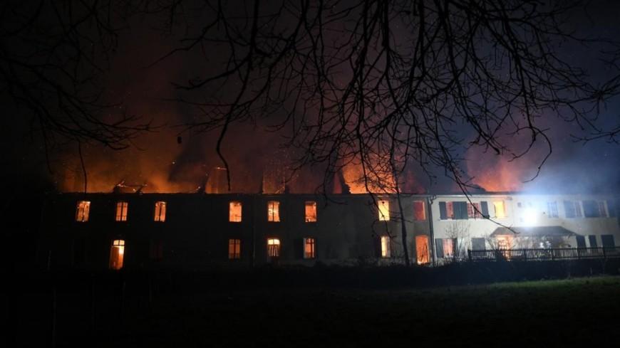 Allier : Un bâtiment de 800m2 prend feu au Montet !