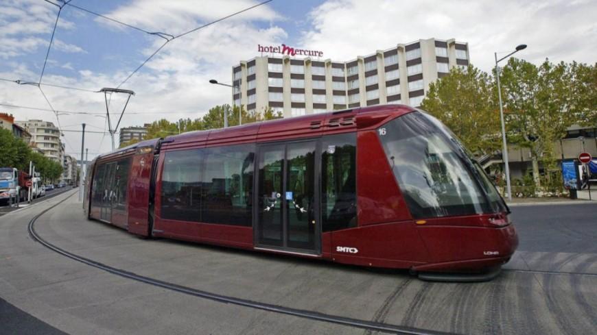 Clermont ferrand: avecplus de 2 grammes d'alcool, il rentre dans un tramway avec son fourgon