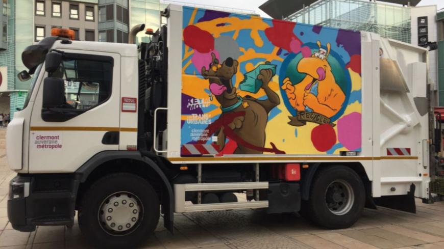 Un camion de poubelle customisé par deux graffeurs