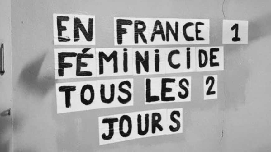 Des femmes dénoncent le féminicide par des affichages sauvages