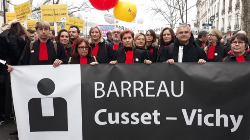 Les avocats auvergnats défilent à Paris