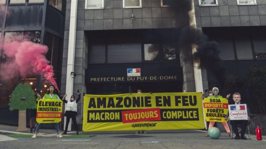 Clermont-Ferrand : des militants de Greenpeace protestent contre la déforestation