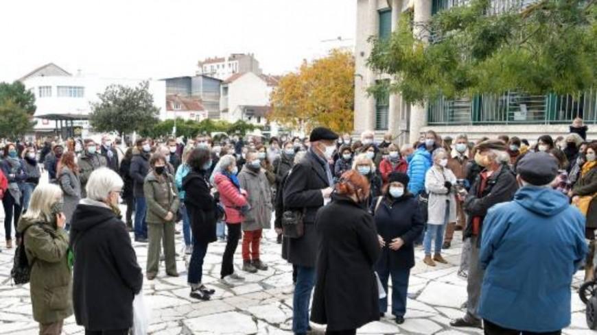 Vichy : Plusieurs dizaines de personnes rendent un hommage à Samuel Paty