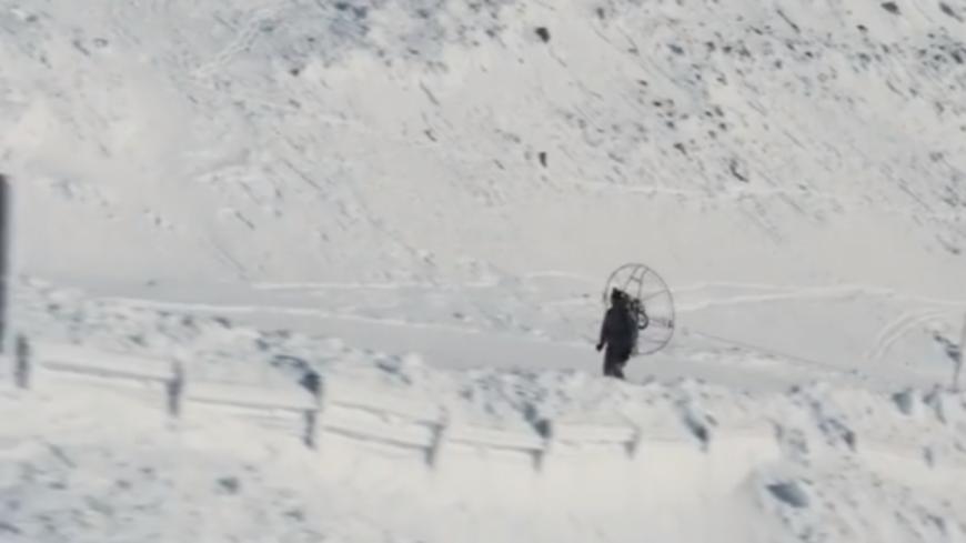 Insolite - Un skieur monte au sommet des pistes grâce à un ventilateur ! (vidéo)