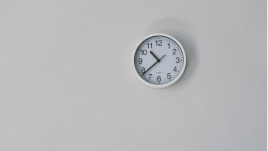 Insolite - Une employée perd 10% de son salaire pour être partie 2 minutes en avance !