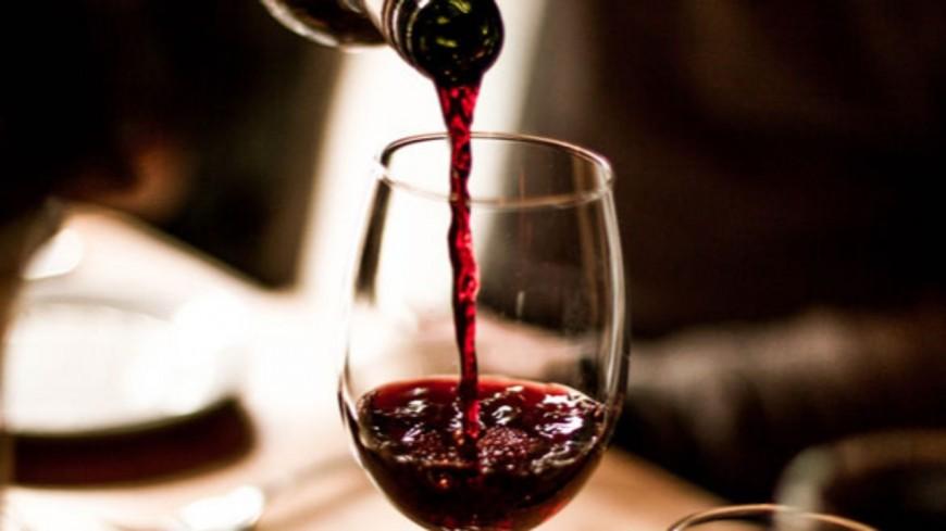Job de rêve - Être payé 8 500€ par mois pour tester du vin !