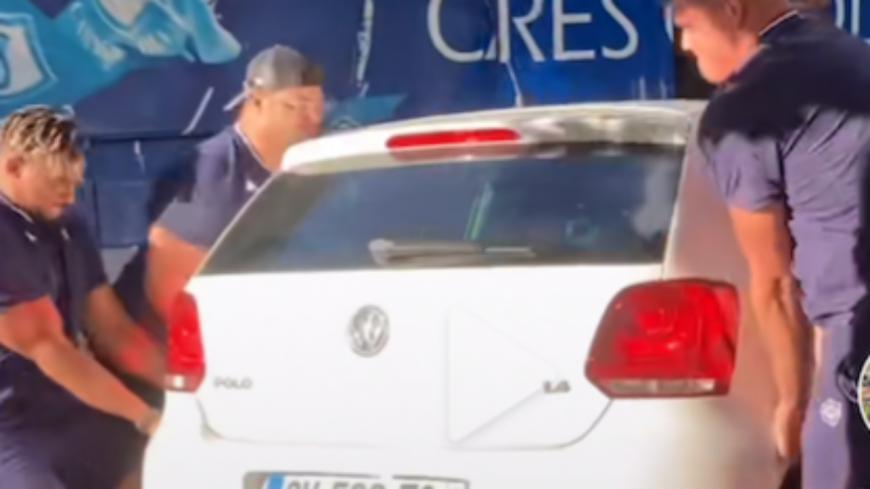 Clermont-Ferrand - Les rugbymen du Castres soulèvent une voiture ! (vidéo)