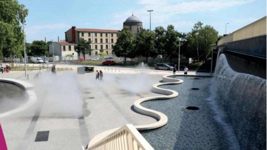 Inauguration de la nouvelle place des Carmes et du bâtiment d'accueil  du siège social de Michelin à Clermont-Ferrand
