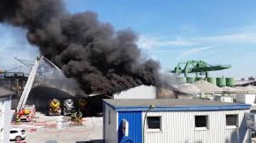 Énorme incendie dans une usine à Domérat (Allier)