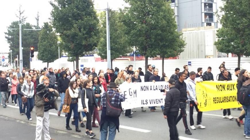 Clermont-Ferrand : Rassemblement de 300 personnes en soutien aux migrants